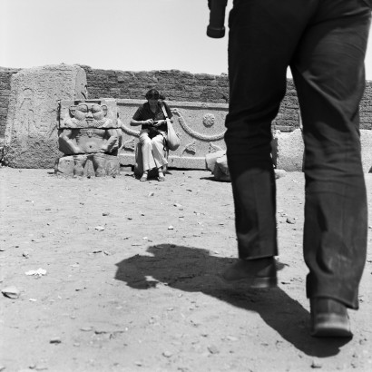 maba-nov-2016-denis-roche-27-mars-1981-denderah-egypte-courtesy-galerie-le-re-verbe-re-lyon